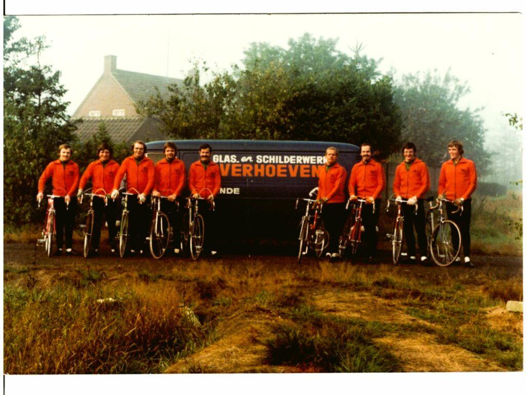 Eerste_groepsfoto_TWC_De_Zwoegers_eind_1975